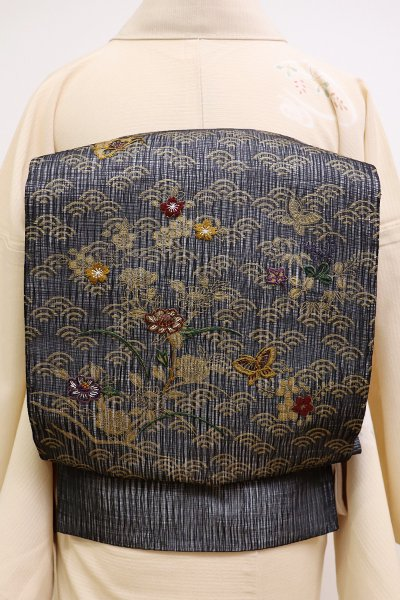 銀座【L-4466】夏 櫛織 刺繍 洒落袋帯 黒色 青海波に花や蝶々