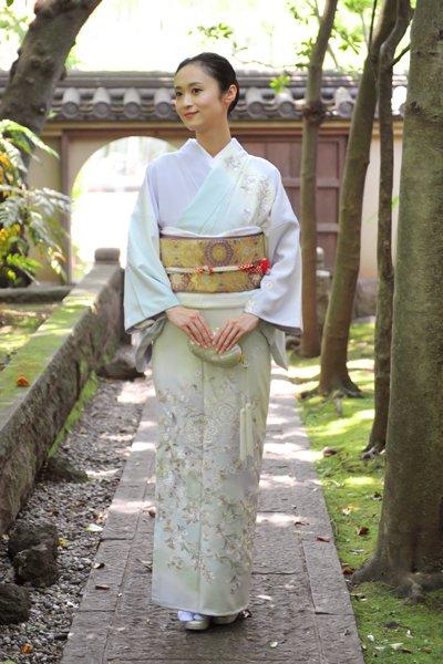 銀座【着物2564】刺繍訪問着 白藤色 暈かしに華文