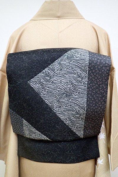 銀座【L-4677】洒落袋帯 黒色濃淡 裂取りに菖蒲や小花(落款入)