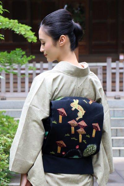銀座【帯3132】鈴木紀絵作 紬地 型絵染袋帯「旅の想いに」(銘の入った和紙片付)
