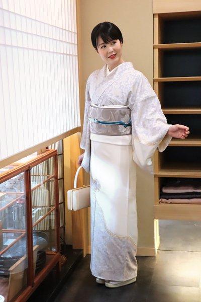 銀座【着物2651】渡辺雪三郎 繍一ッ紋訪問着 (落款入)