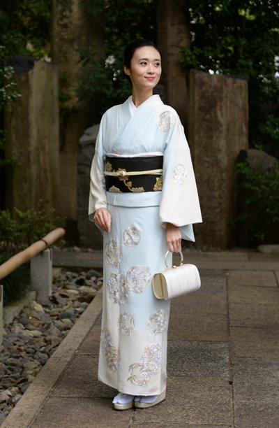銀座【着物2658】蘇州刺繍 訪問着 水色×白暈かし 花の丸文