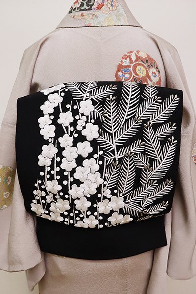銀座【K-6490】縮緬地 刺繍 名古屋帯 黒色 若松と梅の図