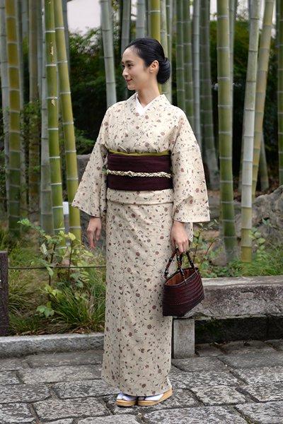 銀座【着物2687】京都しょうざん製 生紬地 小紋 小花唐草文