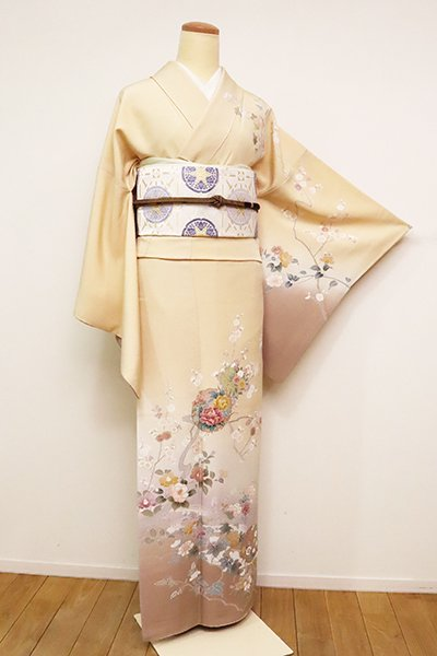 銀座【B-2487】(L・広め)訪問着 薄香色 四季花の図