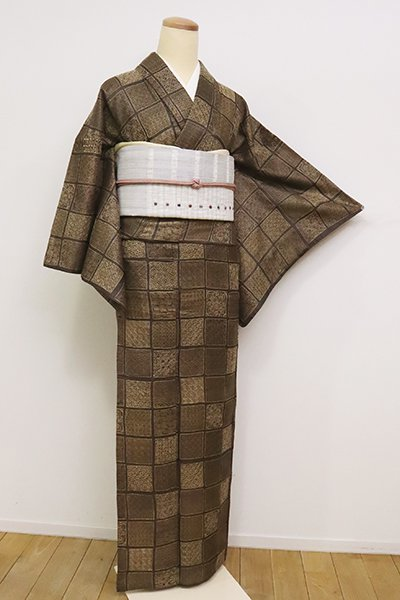 銀座【D-2461】(S・細め)野蚕糸紬地 刺繡 小紋 黒橡色 石畳に割付文