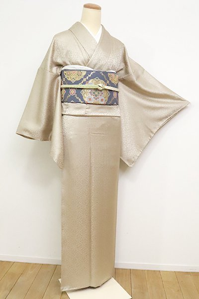 銀座【C-1846】(L・細め)繍一ッ紋 色無地 白橡色 装飾地紋