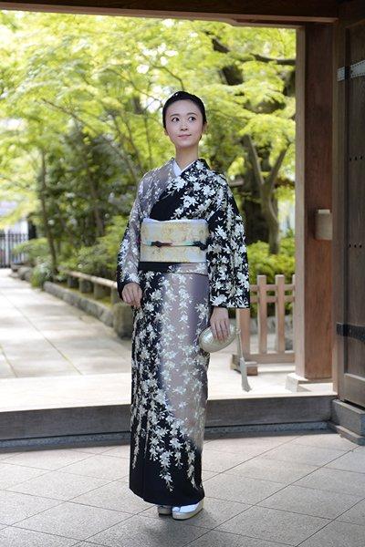 銀座【着物2722】蘇州刺繍 訪問着 黒色 桜の図