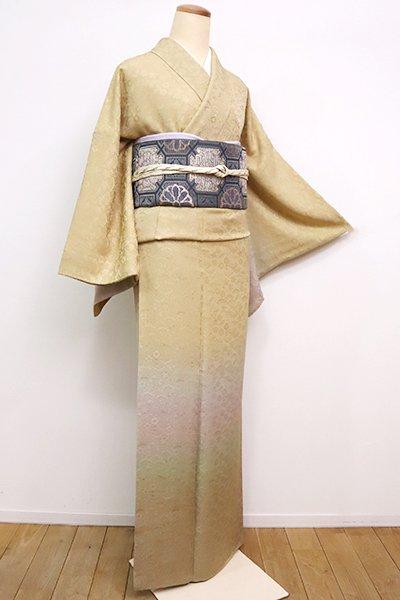 銀座【B-2569】繍一ッ紋 付下げ 砥粉色 裾暈かしに松竹梅などの地紋