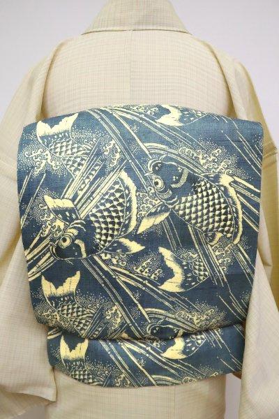 あおき【K-6815】麻地 染名古屋帯 鉄御納戸色 鯉の図