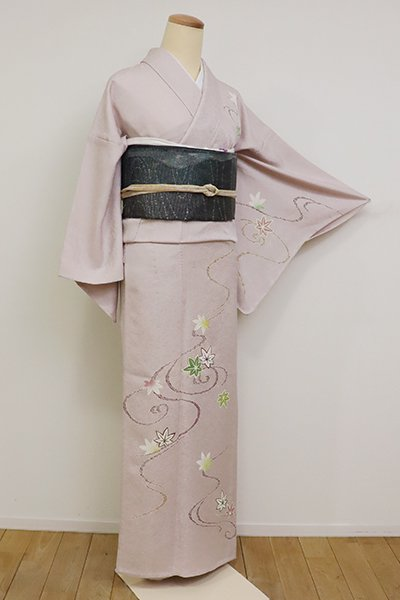 あおき【B-2612】単衣 付下げ 灰桜色 流水に楓の図 (反端付)(N)