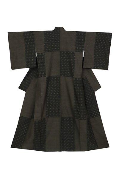 銀座【着物2923】本場結城紬 黒緑色 幾何絣と亀甲詰