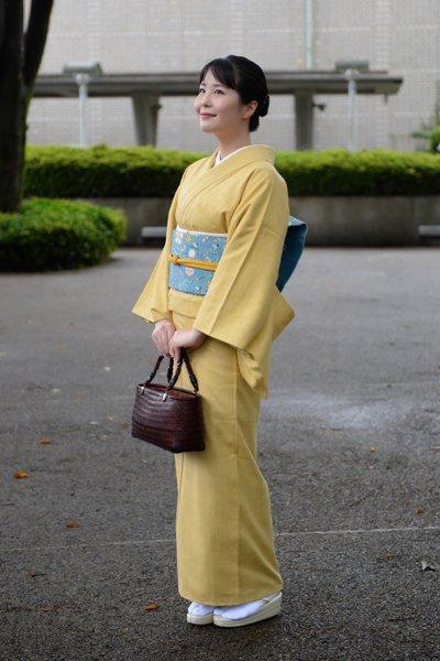 銀座【着物2947】浦野理一作 経節紬 淡黄色 無地