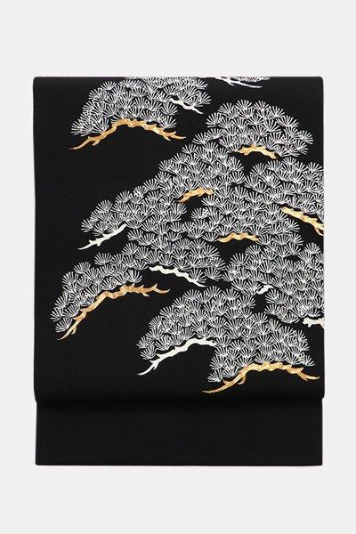 銀座【帯3600】縮緬地染名古屋帯 黒色 松の図 (落款入)