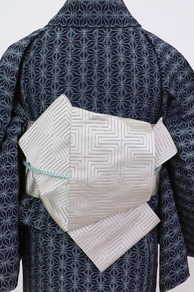 銀座【K-7607】本場筑前博多織 西村織物製 半幅帯 絹鼠色 幾何文