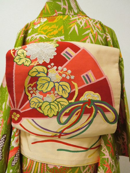 WEB限定【L-1239】アンティーク本綴袋帯 鳥の子色 檜扇に花の丸文<img class='new_mark_img2' src='https://img.shop-pro.jp/img/new/icons42.gif' style='border:none;display:inline;margin:0px;padding:0px;width:auto;' />