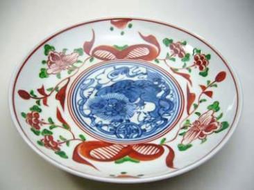 松泉作赤絵獅子紋皿
