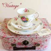 <img class='new_mark_img1' src='https://img.shop-pro.jp/img/new/icons47.gif' style='border:none;display:inline;margin:0px;padding:0px;width:auto;' />★VINTAGE★ TUSCAN Bouquet Teacup Trio <br>*ヴィンテージ*タスカン ブーケ  ティーカップトリオ