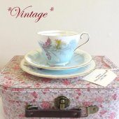 <img class='new_mark_img1' src='https://img.shop-pro.jp/img/new/icons47.gif' style='border:none;display:inline;margin:0px;padding:0px;width:auto;' />★VINTAGE★ AYNSLEY Wayside Blue Teacup Trio <br>*ヴィンテージ* エインズレイ ウェイサイドブルー   ティーカップトリオ