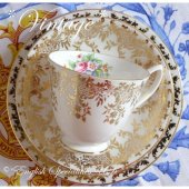 <img class='new_mark_img1' src='https://img.shop-pro.jp/img/new/icons47.gif' style='border:none;display:inline;margin:0px;padding:0px;width:auto;' />【Royal Albert】Vintage Gold & Flower Motif Trio<br>ロイヤルアルバート  ゴールド&フラワーモチーフ ティーカップトリオ (1950年代)