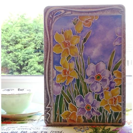 【Churchill's】Daffodil Biscuits Tinチャーチルズ ダファデル缶 チョコチャンク&ヘーゼルナッツ ビスケ…