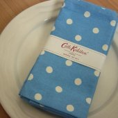 <img class='new_mark_img1' src='https://img.shop-pro.jp/img/new/icons20.gif' style='border:none;display:inline;margin:0px;padding:0px;width:auto;' />★Sale【Cath Kidston】Spot Mid Blue Napkins<br>キャスキッドソン ナプキン4枚セット:スポットミッドブルー