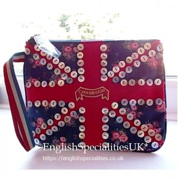 <img class='new_mark_img1' src='https://img.shop-pro.jp/img/new/icons20.gif' style='border:none;display:inline;margin:0px;padding:0px;width:auto;' />★Sale!【Cath Kidston】Victorian Rose Zip Purse<br>キャスキッドソン ヴィクトリアンローズ ジップパース