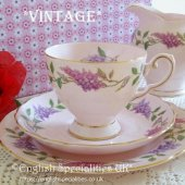 <img class='new_mark_img1' src='https://img.shop-pro.jp/img/new/icons47.gif' style='border:none;display:inline;margin:0px;padding:0px;width:auto;' />【TUSCAN】 Lilac Time Teacup Trio *VINTAGE*<br>タスカン ライラックタイム *ヴィンテージ* ティーカップトリオ 1947年