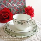<img class='new_mark_img1' src='https://img.shop-pro.jp/img/new/icons47.gif' style='border:none;display:inline;margin:0px;padding:0px;width:auto;' />【AYNSLEY】Green Ribbon Teacup Trio<BR>エインズレイ グリーン リボン ティーカップトリオ(1905〜1925年)