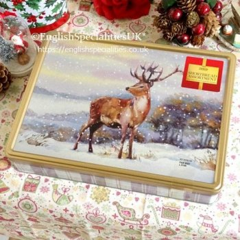 <img class='new_mark_img1' src='https://img.shop-pro.jp/img/new/icons15.gif' style='border:none;display:inline;margin:0px;padding:0px;width:auto;' />【TESCO】Shortbread Assortment Xmas Stag Tin<br>テスコ  ショートブレッド アソート クリスマススタッグ缶