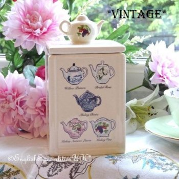<img class='new_mark_img1' src='https://img.shop-pro.jp/img/new/icons47.gif' style='border:none;display:inline;margin:0px;padding:0px;width:auto;' />【Ringtons】Vintage Teapot Tea Caddy<BR>リントンズ ヘリテージコレクション ヴィンテージ ティーポット柄 ティーキャディー(No.24)