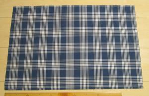 60×40給食用の大きめランチョンマット【藍色と白の2色使いのタータンチェック柄】