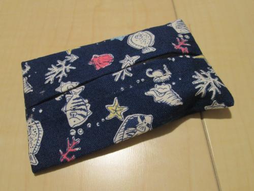 ミニポケットティッシュケース・7×10.5センチ【お魚いっぱい紺色綿柄】