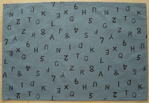 給食用ランチョンマット60×40【ブルーグレーにアルファベット柄】