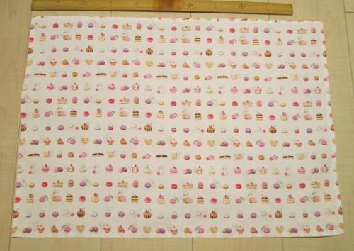 55×40サイズ給食用綿ランチョンマット【ほんのりピンクにマカロン猫柄綿】