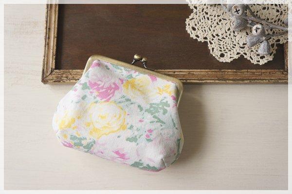 ☆ヴィンテージ生地のがまぐちポーチ / 黄色とピンクのバラ☆ petit (ropy)