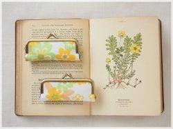 ■ヴィンテージ生地のがま口印鑑ケース / 白地にオレンジとミントの花柄■ hanko case (vf-woyd)
