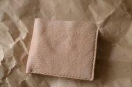 ヌメのエゾシカと牛革の二つ折りの財布