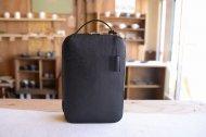 エピ調の革を使ったシューズバッグのような鞄