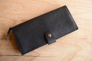 黒いシボが入った柔らかめの長財布