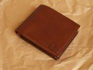 二つ折りの茶色い財布 002