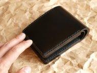 コードバンの二つ折りの財布