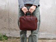 赤茶で小さめな牛革のバッグ 001