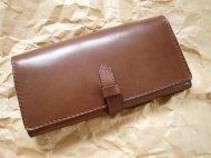 たくさん入る茶色い革の長財布