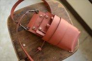 赤いグローブレザーのシザーケース