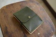 緑のヌメ革の財布