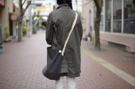 バケツ型のショルダーバッグ
