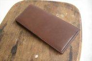 ブラウン革のシンプルな長財布