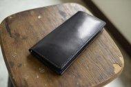黒い栃木レザーのシンプルな長財布(糸は黒)