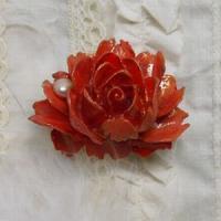 シックな薔薇と真珠の帯留め(橙)